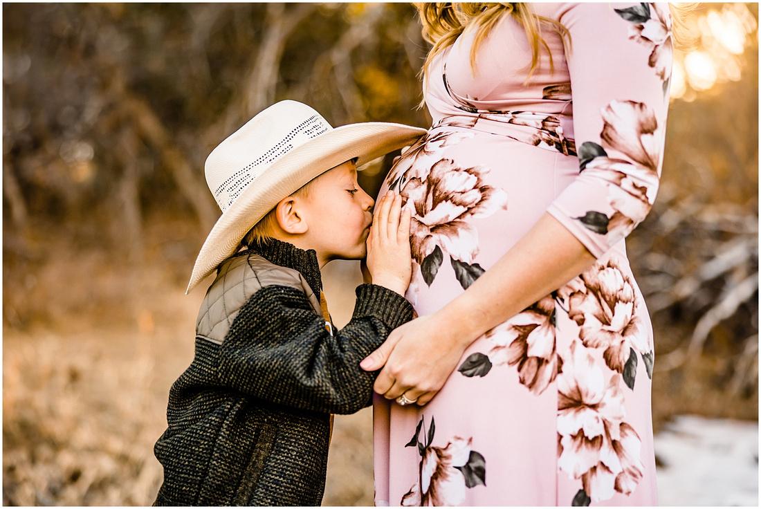 Colorado maternity photos including husband and child