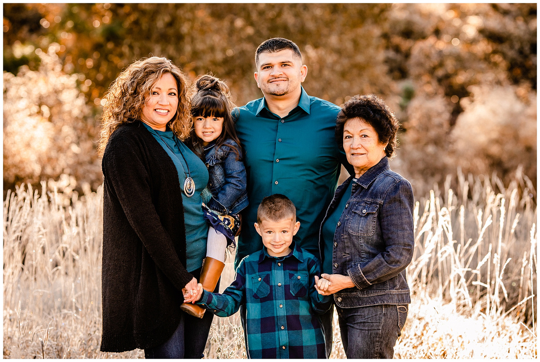 Fall extended family photo session in Castle Rock, Colorado