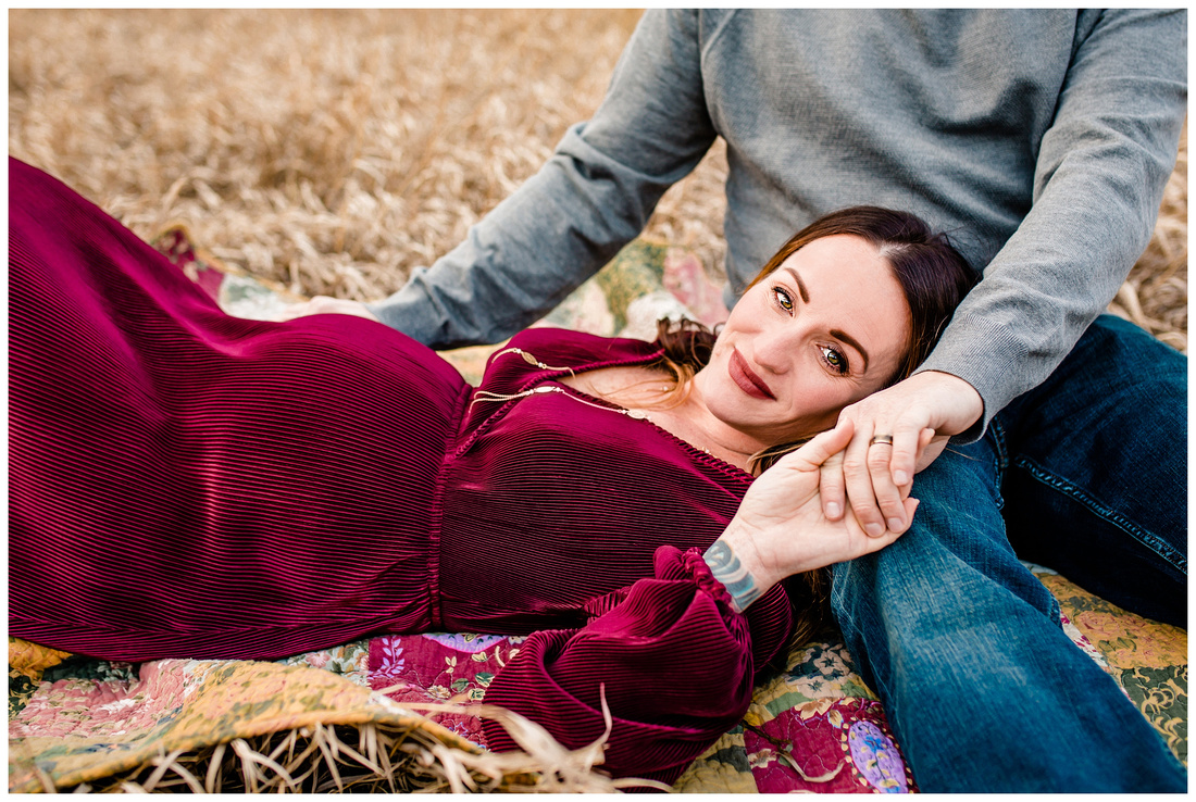 Winter maternity photos in Castle Rock, Colorado